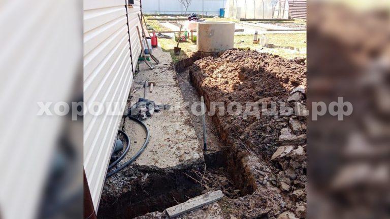 Траншея для подводки воды в дом в СНТ Истра-2, г. Истра, Истринский р-н, Подмосковье.