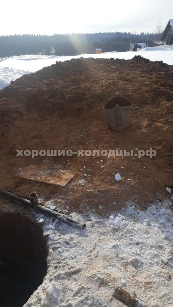Колодец на воду 8 колец в д. Желябино, Красногорский р-н, Подмосковье.