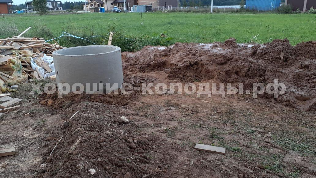 Колодец на воду 8 колец в д. Осташова, Волоколамский р-н, Подмосковье.