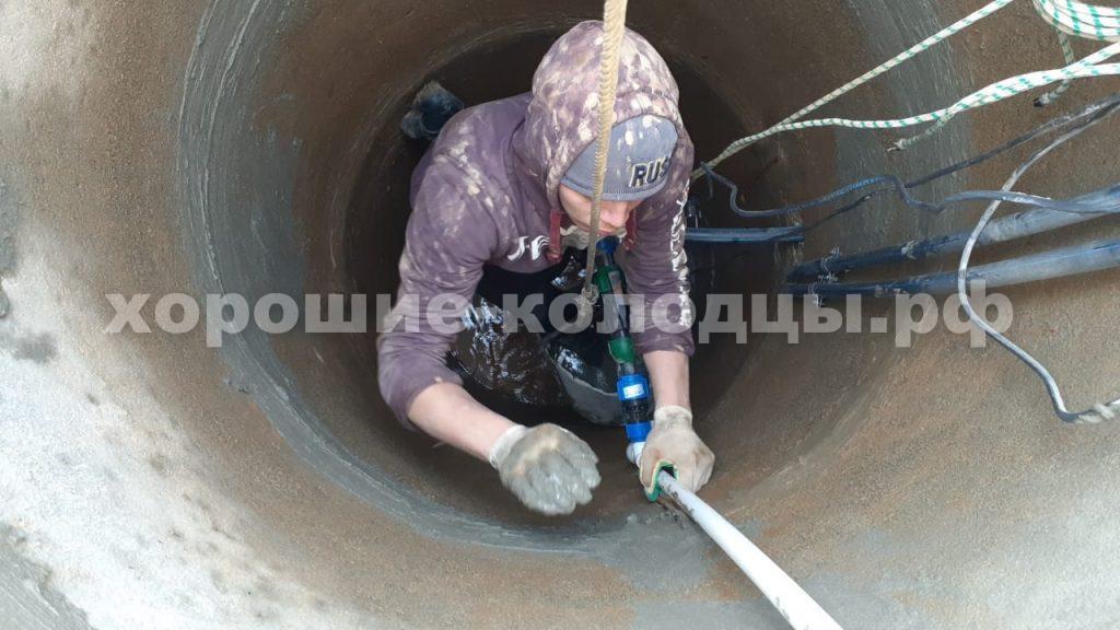 Чистка колодца в д. Солодова, Волоколамский р-н, Подмосковье.