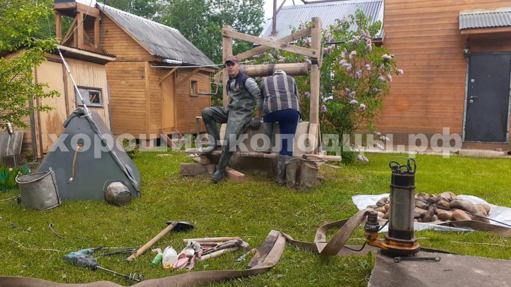Чистка колодца 13 колец в СНТ Даль, Волоколамский р-н, Подмосковье