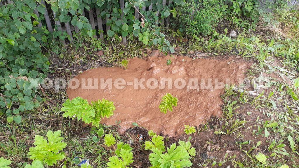 Чистка колодца на воду 19 колец в п. Никольское, Рузский р-н, Подмосковье.