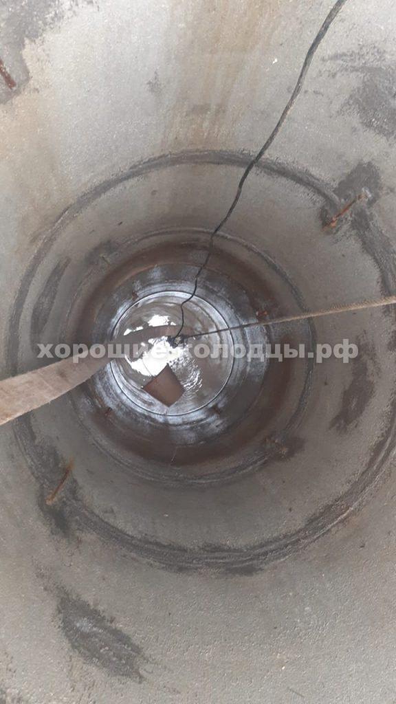 Чистка колодца 6 колец в c. Кострова, Истринский р-н, Подмосковье.