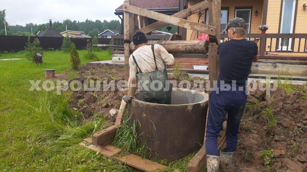 Чистка колодца на воду 7 колец в кп. Пятница, Волоколамский р-н, Подмосковье.