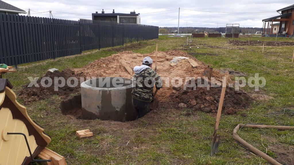 Чистка колодца на воду 8 колец в сп. Спасское, Волоколамский р-н, Подмосковье.