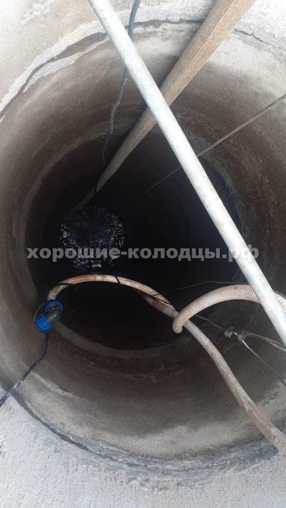 Глиняный замок для колодца на воду в кп. Пятница, Волоколамский р-н, Подмосковье.
