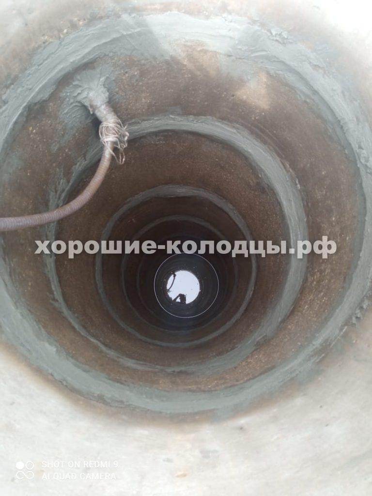 Чистка колодца 7 колец в СНТ Роднички, Истринский р-н, Подмосковье.