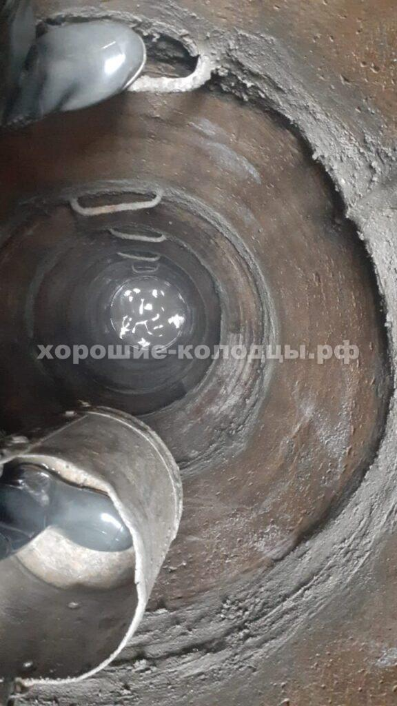 Чистка колодца 13 колец в СНТ Лесные Дали, Истринский р-н, Подмосковье.
