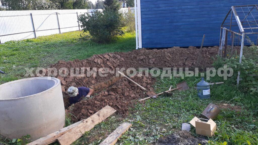 Траншея для подведения воды из колодца в дом в СНТ Мукомол-1, Истринский р-н, Подмосковье.